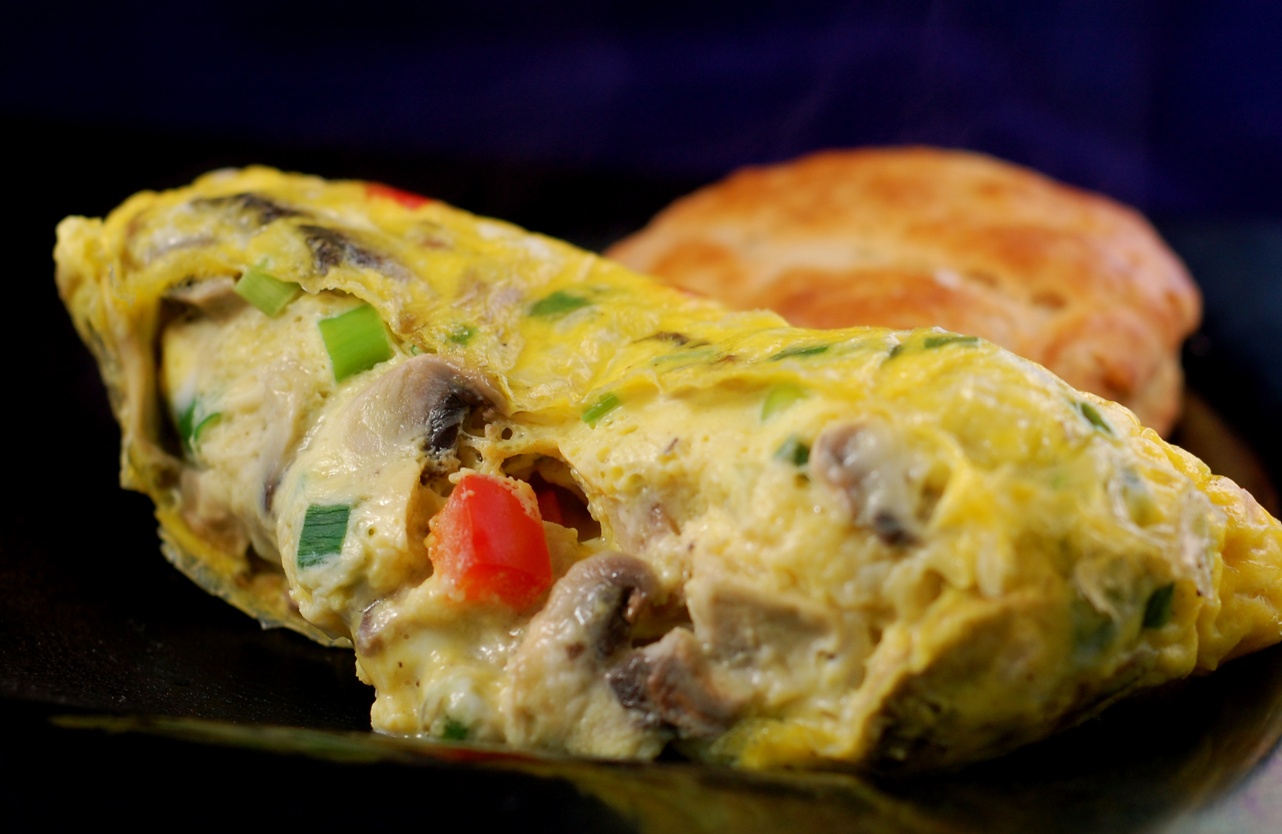 biscuit & omelet
